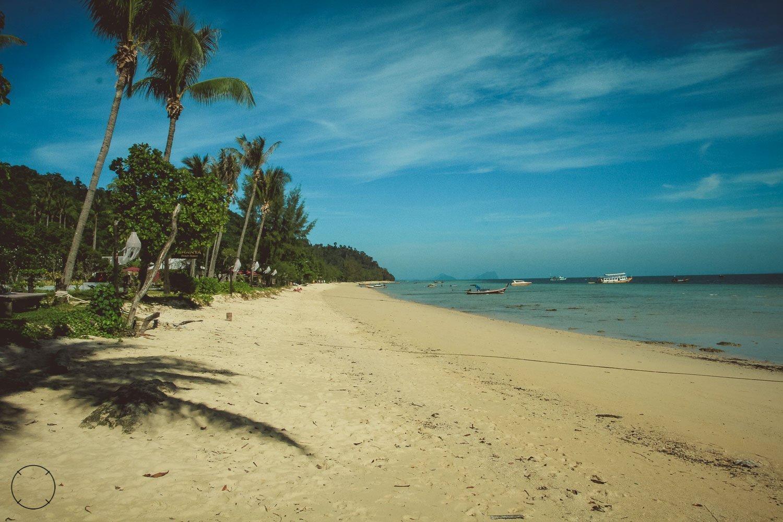 Het mooie strand van Koh Ngai Thailand