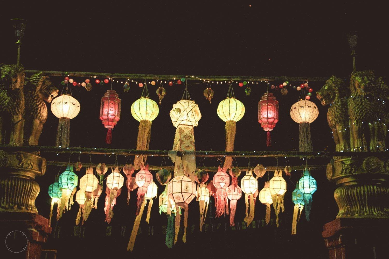 Kleurrijke lantaarns in de straten van Chiang Mai