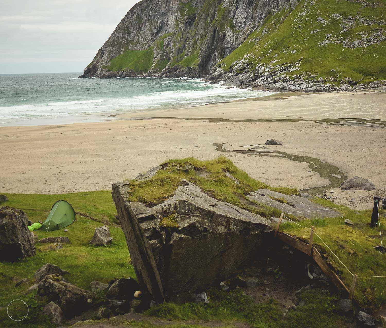 North of the sun - onze tent per toeval vlakbij het hutje