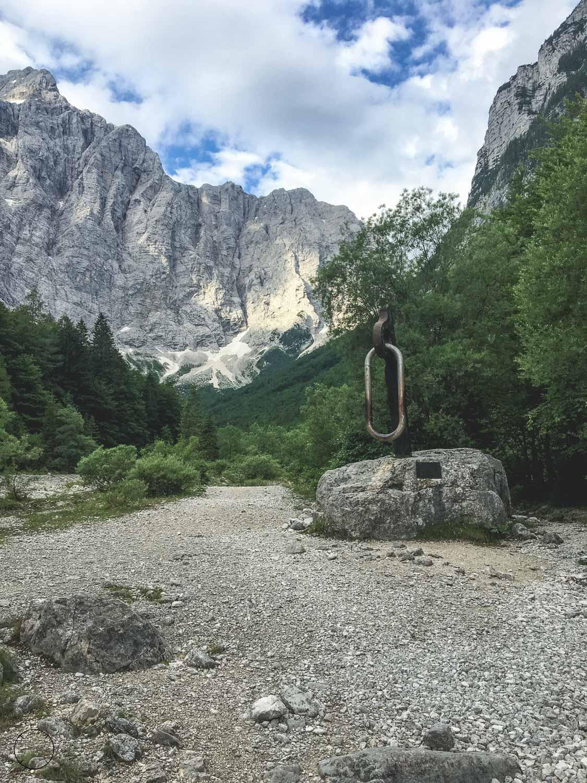 Het monument in de Vrata Vallei
