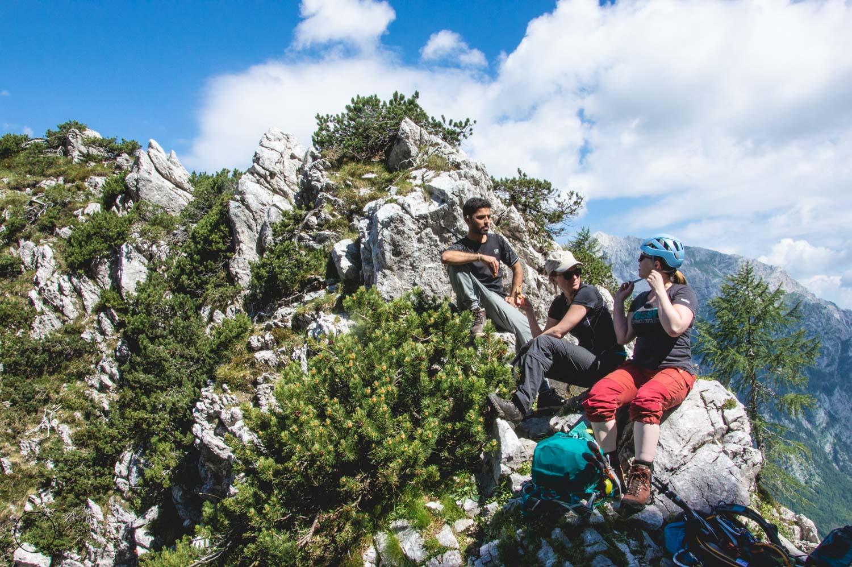 Lunch en klimspullen aandoen