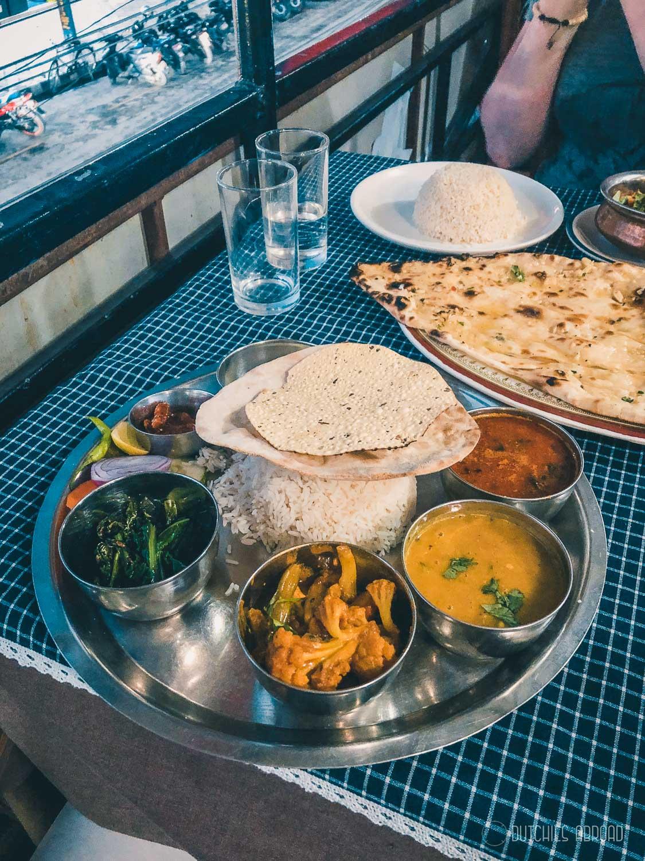 Dal Bhat eten in Pokhara